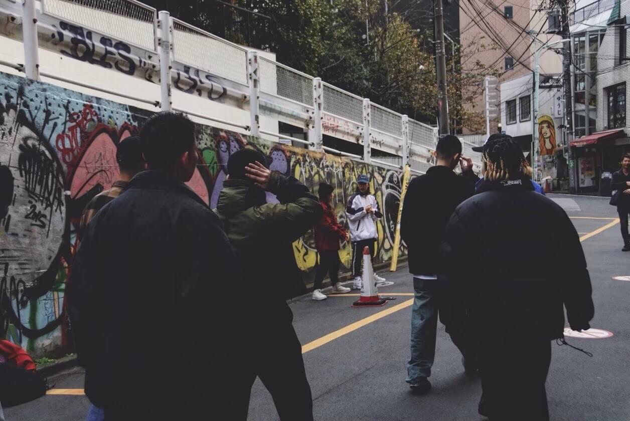 8mileAliens インタビュー  「80sムードで街を放浪するクルー」金沢と東京を拠点にする8人組ヒップホップアーティスト【Who's NXT】
