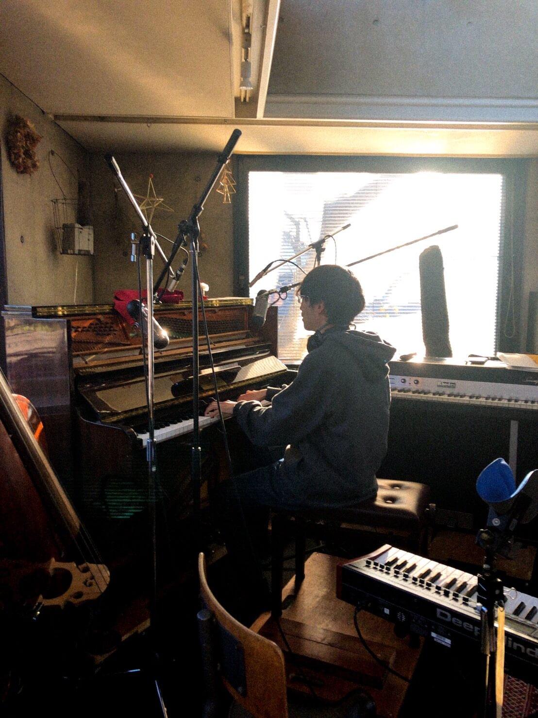沼澤成毅(ODOLA)インタビュー | ODOLAでの活動をはじめ様々なアーティストのサポートも行う鍵盤奏者・トラックメイカー【IYOW 】