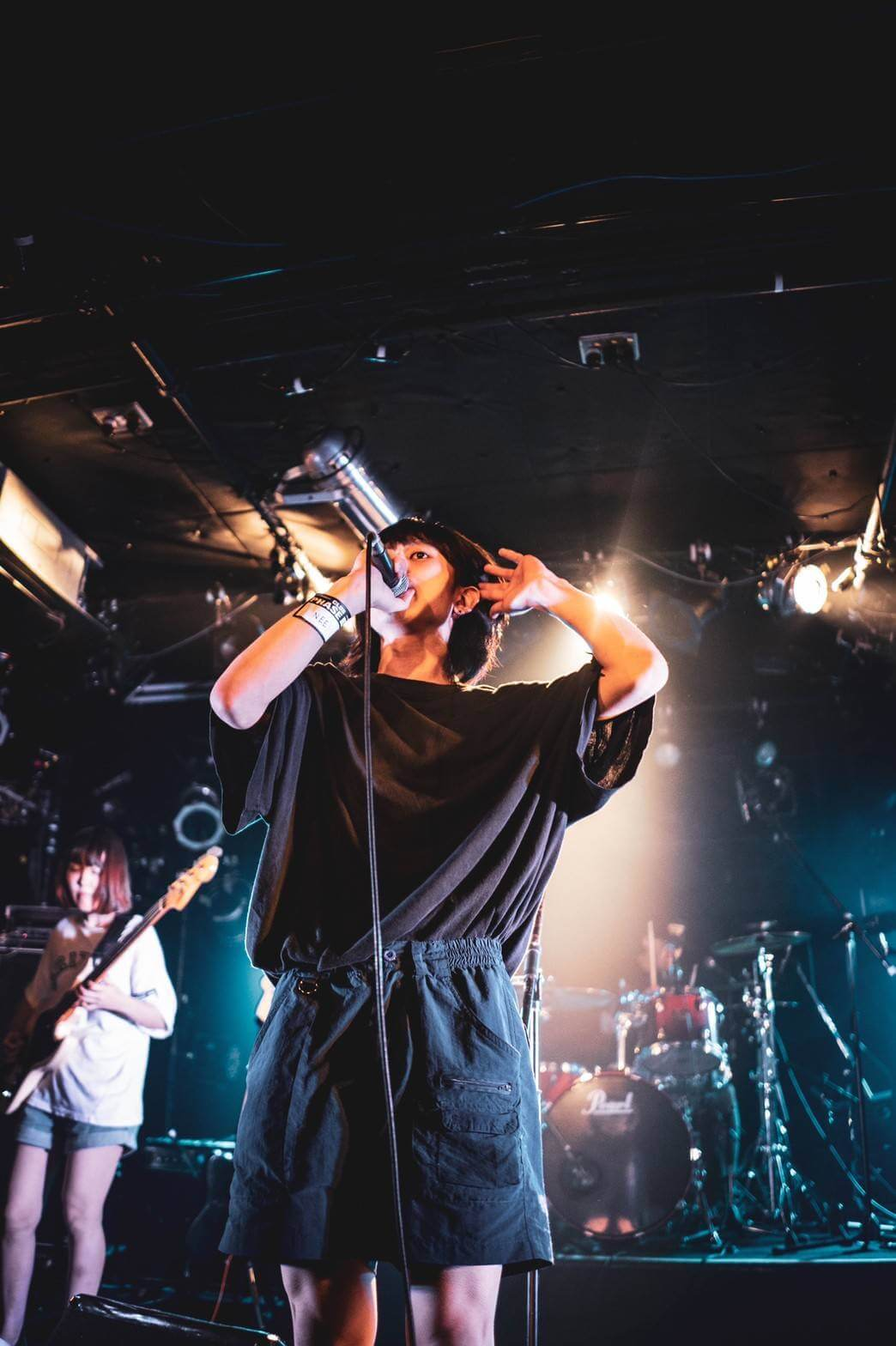 NEE インタビュー | 各所から注目度急上昇中、ジャンルの概念にとらわれずマイペースに進化するバンド